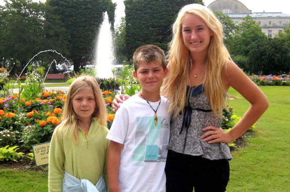 A GeoVisions au pair in France with her two host siblings in an outdoor park.