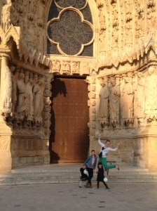 Kelsi has fun with her host children in Reims, while working as a au pair in FranceAu Pair in France